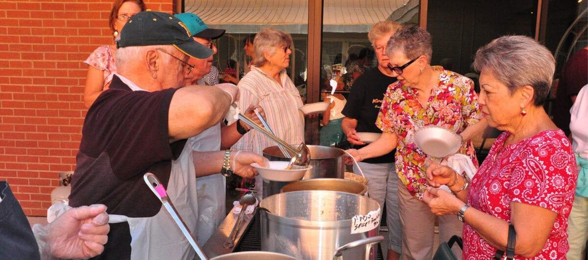 El Caldito Soup Kitchen volunteers